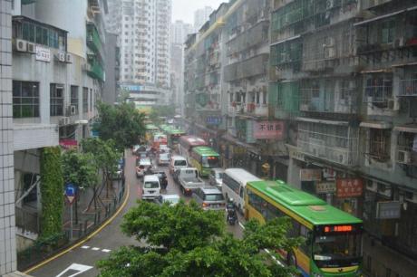 暴雨下大塞車居民出行難誰之過?